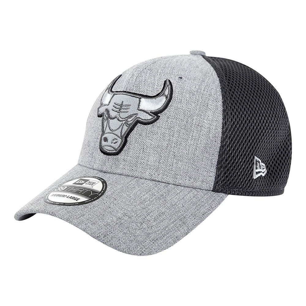 Gorra New Era 3930 NBA Chicago Bulls Gris con Rojo  0a0ad8f631c